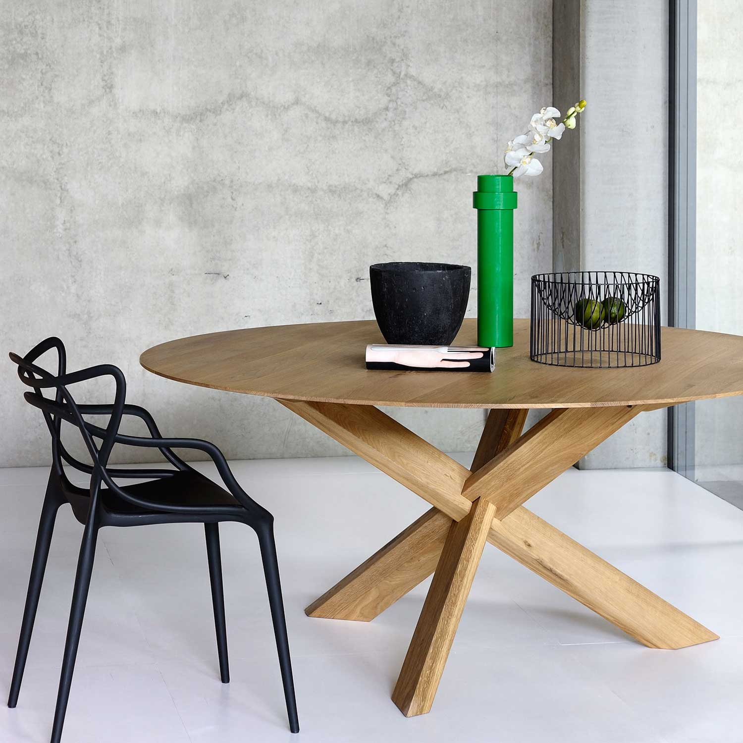 Ethnicraft Circle oak dining table - 136cm