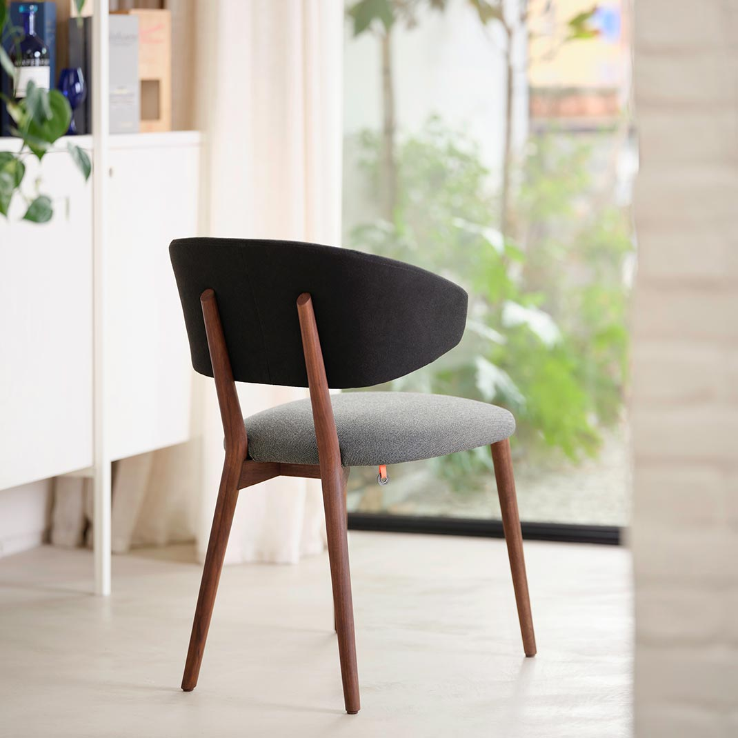 Coco chair with armrest and wooden legs