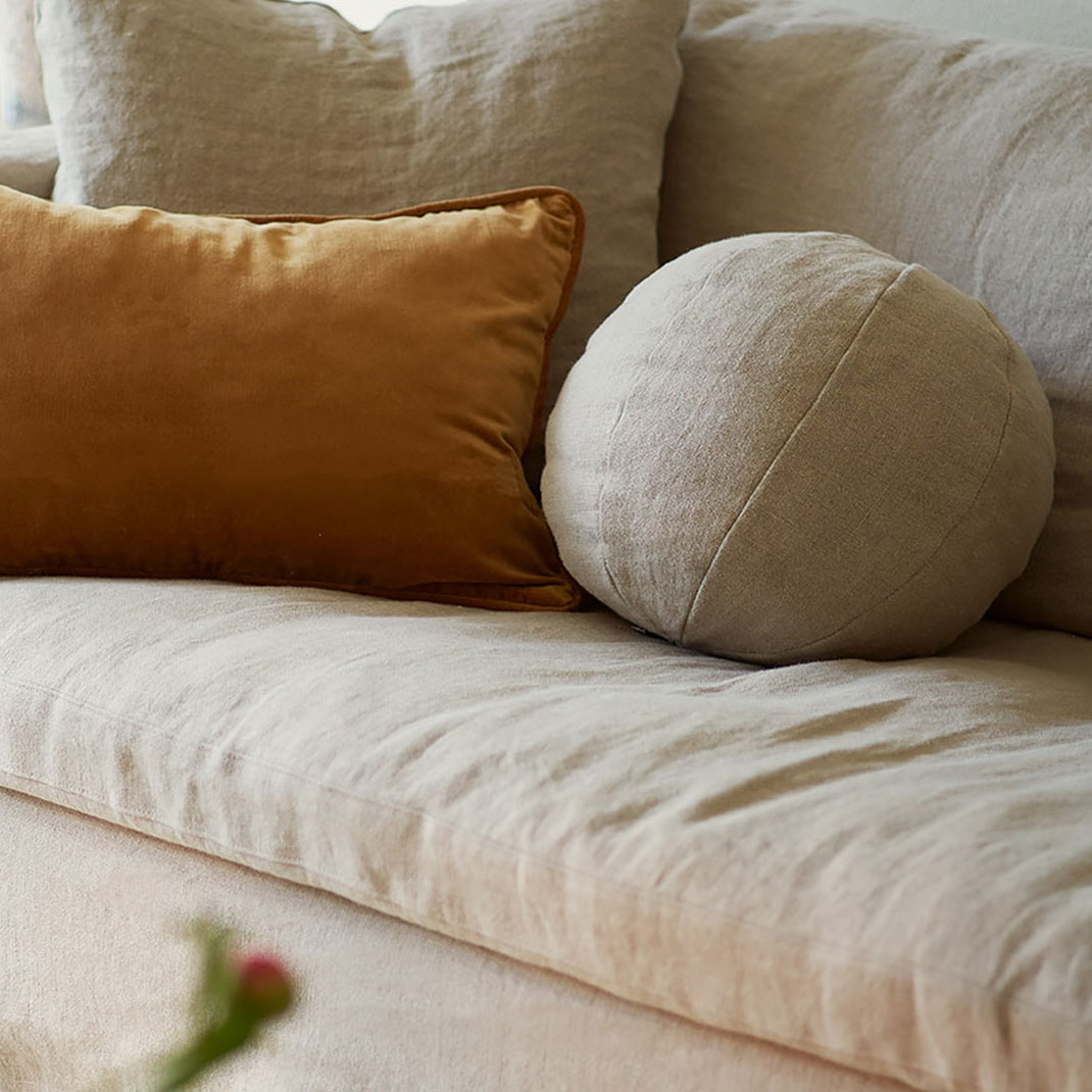 Lasa round pillow