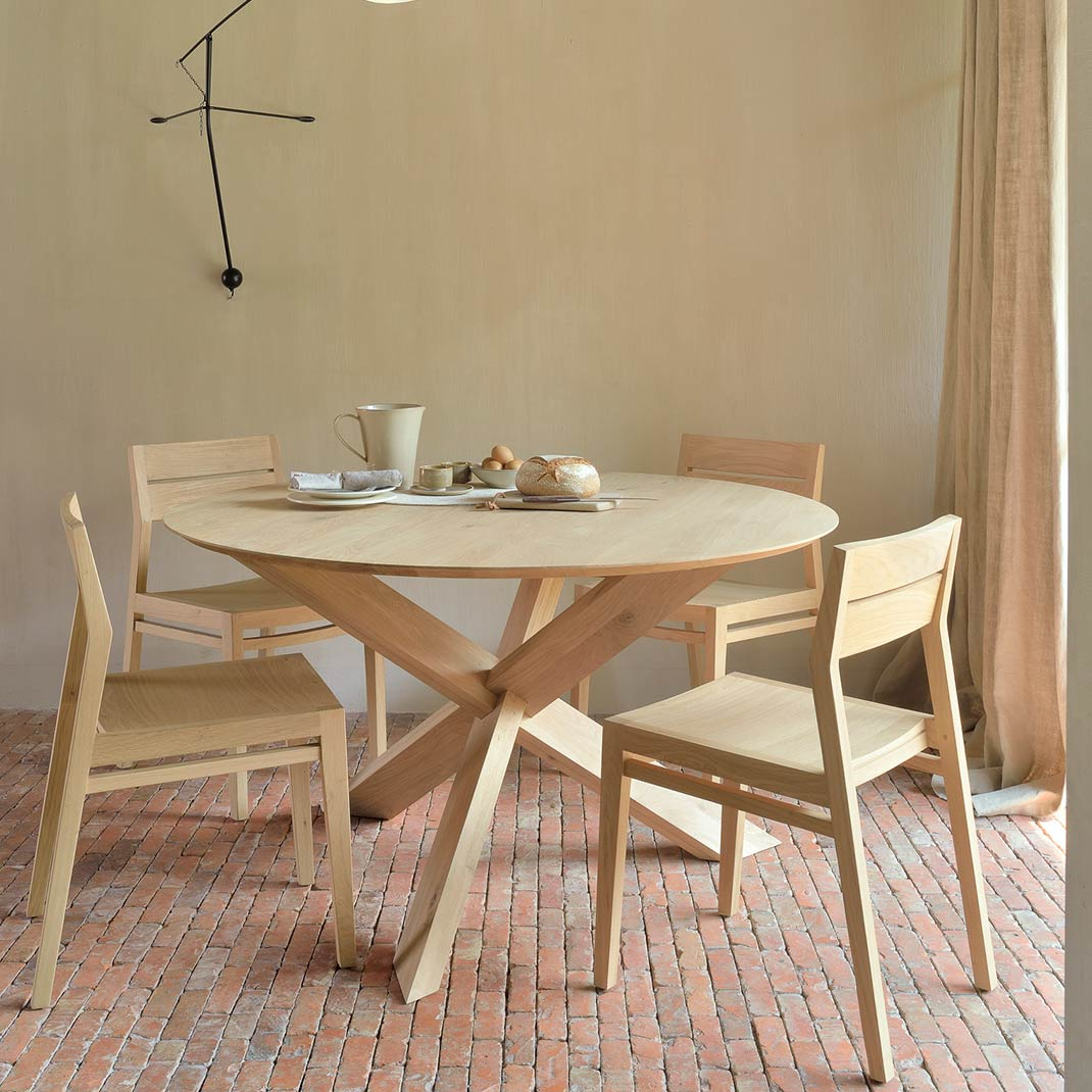 Ethnicraft Circle oak dining table - 163cm