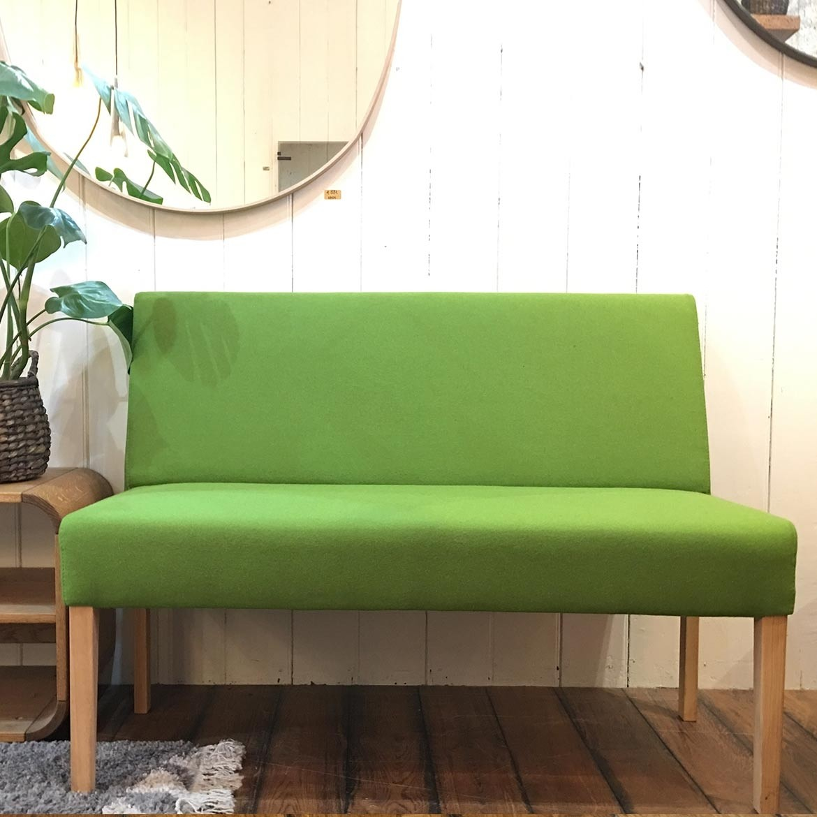 To view in ISLINGTON - Flora bench with back | Facet 52 Pistachio | Oak OO legs  | SKU228688