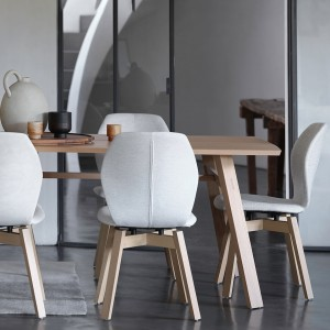Tate oak extending dining table
