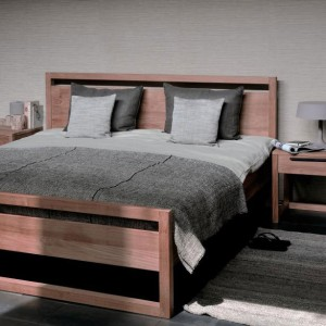 Light frame teak beds